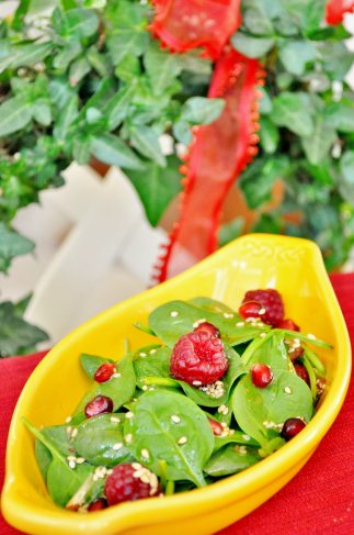 raspberry spinach and pomegranate salad